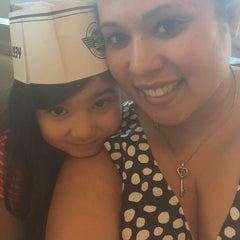 Photo taken at Steak 'n Shake by Jennifer N. on 5/7/2015