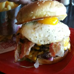 Photo taken at Red Robin Gourmet Burgers by Lloyd C. on 6/10/2015