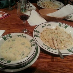Photo taken at Olive Garden by Lloyd C. on 12/30/2012