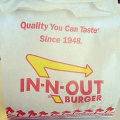 Photo taken at In-N-Out Burger by Eddie G. on 5/12/2014