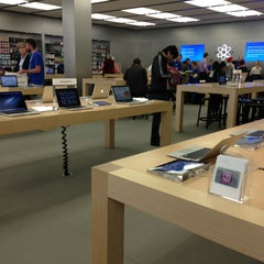 Photo taken at Apple Store by Adriano M. on 6/3/2013