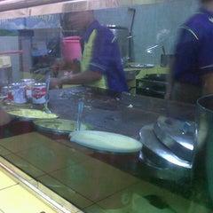Photo taken at Martabak Bandung 999 by sotardodo on 11/16/2012