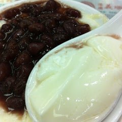 Photo taken at Yee Shun Dairy Company 港澳義順牛奶公司 by StanL on 4/25/2013