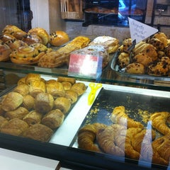 Photo taken at Boulangerie-Pâtisserie Lohezic by Ирина Г. on 9/15/2012