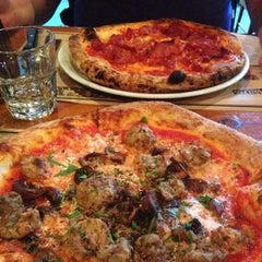 Photo taken at Pizzeria Magpie by Naomie P. on 8/14/2014