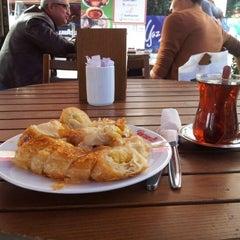 Photo taken at Tarihi Sarıyer Börekçisi by Ersin A. on 11/1/2012