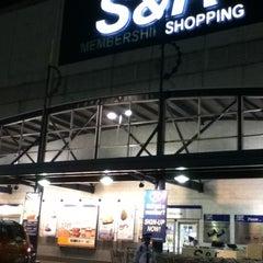Photo taken at S&R Membership Shopping by Jan Carlo V. on 11/4/2012