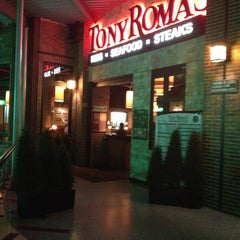 Photo taken at Tony Roma's Ribs, Seafood, & Steaks by Cripso P. on 9/11/2013