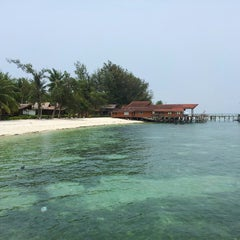 Photo taken at Derawan Beach Cafe & Cottage by Raja L. on 10/4/2014