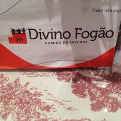 Photo taken at Divino Fogão by Tom L. on 8/23/2015