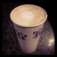 Photo taken at Peet's Coffee & Tea by Alyssa C. on 11/14/2012