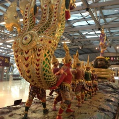 Photo taken at Suvarnabhumi Airport (BKK) ท่าอากาศยานสุวรรณภูมิ by Sarah K. on 7/16/2013