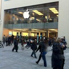 Das Foto wurde bei Apple Store von Игорь К. am 10/18/2012 aufgenommen