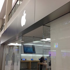 Photo taken at Apple Store, Mall of America by rocco p. on 11/16/2012