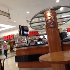Photo taken at Barão do Grão Cafeteria by Rodrigo L. on 11/24/2013