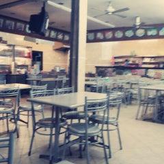 Photo taken at Restoran Nasi Kandar Seri Kota by Shanaz M. on 4/14/2013