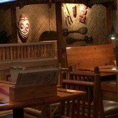 Photo taken at Islands Restaurant by Bryan G. on 2/11/2014