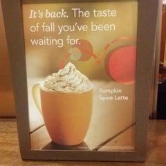 Photo taken at Starbucks by Fel M. on 9/19/2012