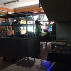 Photo taken at Restoran Nasi Lemak Lido by Rafidzi S. on 3/1/2015