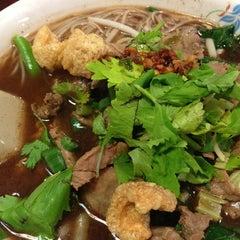 Photo taken at Bennie's Thai by Boopakorn P. on 3/21/2013