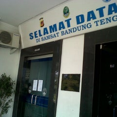 Photo taken at Samsat Bandung Tengah by Fadjar K. on 7/23/2013