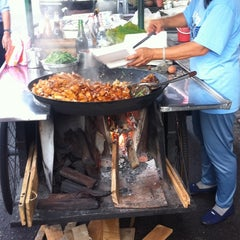 Photo taken at Kimberley St. (汕头街) Hawker Stalls by C.K. O. on 11/4/2012