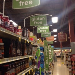 Photo taken at Giant Eagle Supermarket by Marie M. on 4/24/2014