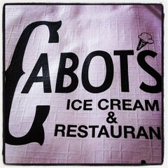 Photo taken at Cabot's Ice Cream & Restaurant by Yoni R. on 11/18/2012