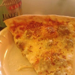 Photo taken at Leonardo's Pizza by Lewis E. on 11/24/2012