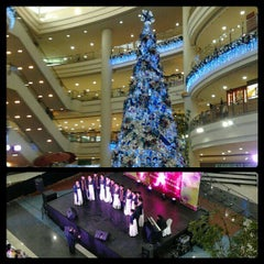 Photo taken at Robinsons Place Manila by Marc E. on 12/14/2012