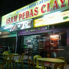Photo taken at Asam Pedas Claypot by Shermat A. on 12/21/2012