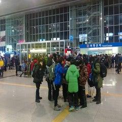 Photo taken at 청량리역 (Cheongnyangni Stn.) by Sung Ki P. on 1/25/2013