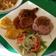 Photo taken at Guilligans Caribbean Food by Salvador C. on 8/30/2013