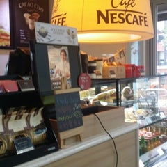 Photo taken at Café NESCAFÉ by KEY on 8/6/2014