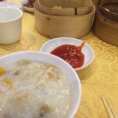 Photo taken at Swatow Seafood Restaurant 汕头海鲜 by Sammi on 11/1/2015