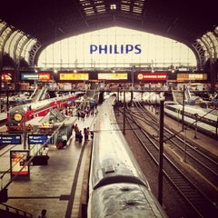 Photo taken at Hamburg Hauptbahnhof by Christian H. on 7/29/2013