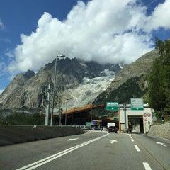 Das Foto wurde bei Traforo Monte Bianco [T1] - Piazzale Sud von Tyrsia am 8/18/2015 aufgenommen
