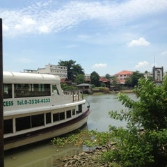 Photo taken at Krungsri River Hotel (โรงแรมกรุงศรีริเวอร์) by Orange S. on 4/27/2013