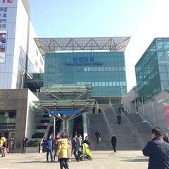 Photo taken at 청량리역 (Cheongnyangni Stn.) by William K. on 2/11/2013