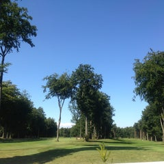 Photo taken at Forest Pines Golf & Spa Hotel by Patricia Nikki on 8/28/2013
