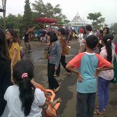 Photo taken at Kampung Gajah Wonderland by Asrul A. on 5/25/2013