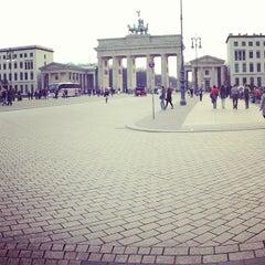 Photo taken at Pariser Platz by Никита М. on 4/16/2013