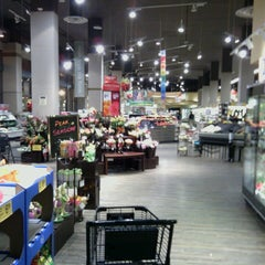 Photo taken at Safeway by Shawanda F. on 4/8/2013
