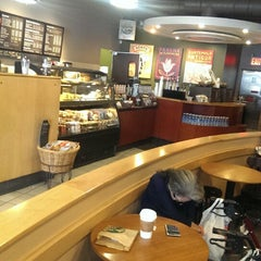 Photo taken at Starbucks by Aydın S. on 9/14/2013