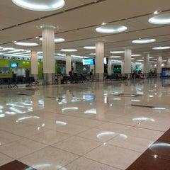 Photo taken at Terminal 3 المبنى by Roald D. on 11/24/2012