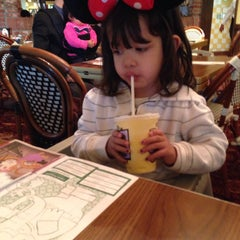 Photo taken at Mimi's Cafe by Sergio on 12/20/2014