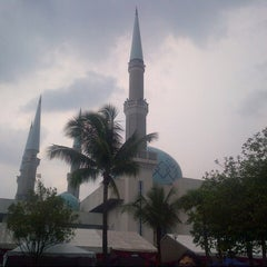 Photo taken at Masjid Sultan Ismail by Ladypearl T. on 9/20/2012