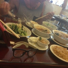 Photo taken at Wu Yueng Chun Shanghai Restaurant 滬揚川上海料理 by Natalia W. on 7/7/2013