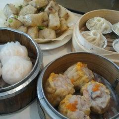 Photo taken at Star Kitchen by Annie G. on 11/25/2012