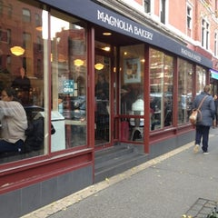 Photo taken at Magnolia Bakery by Yeh Ji S. on 11/19/2012